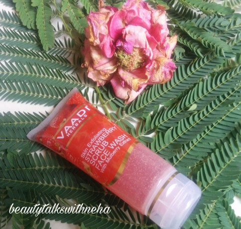 Vaadi Herbals Skin Exfoliating Strawberry Scrub Face Wash with Mulberry Extract Review