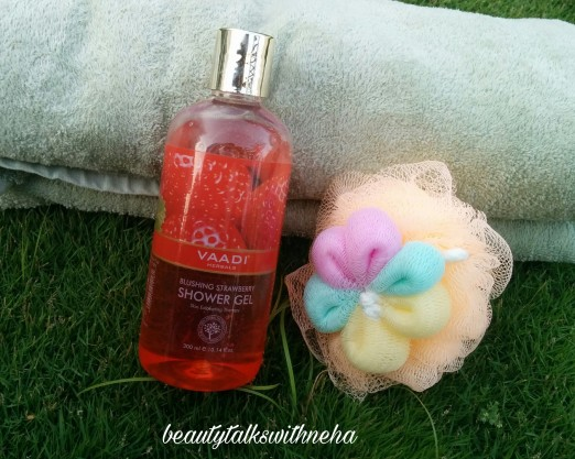 Vaadi Herbals Blushing Strawberry Shower Gel Review.