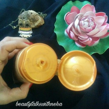 Oriflame Sweden Milk & Honey Gold Smoothing Sugar Scrub Review.